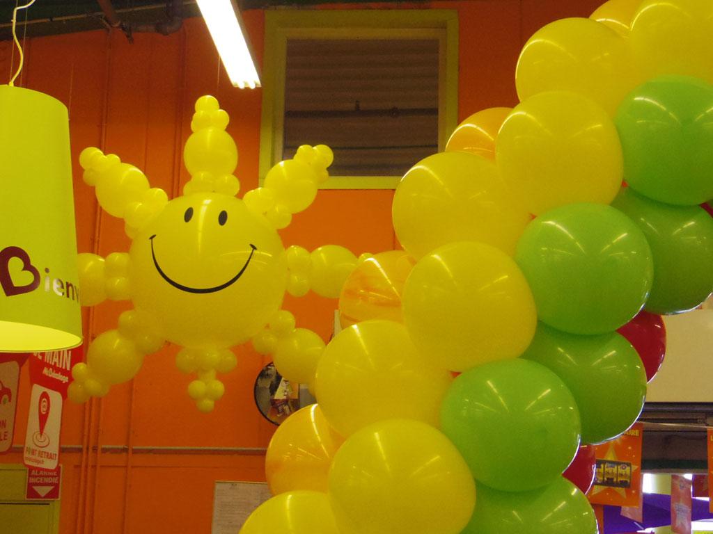 décoration évènementielle ballons pour grande surface, galerie
